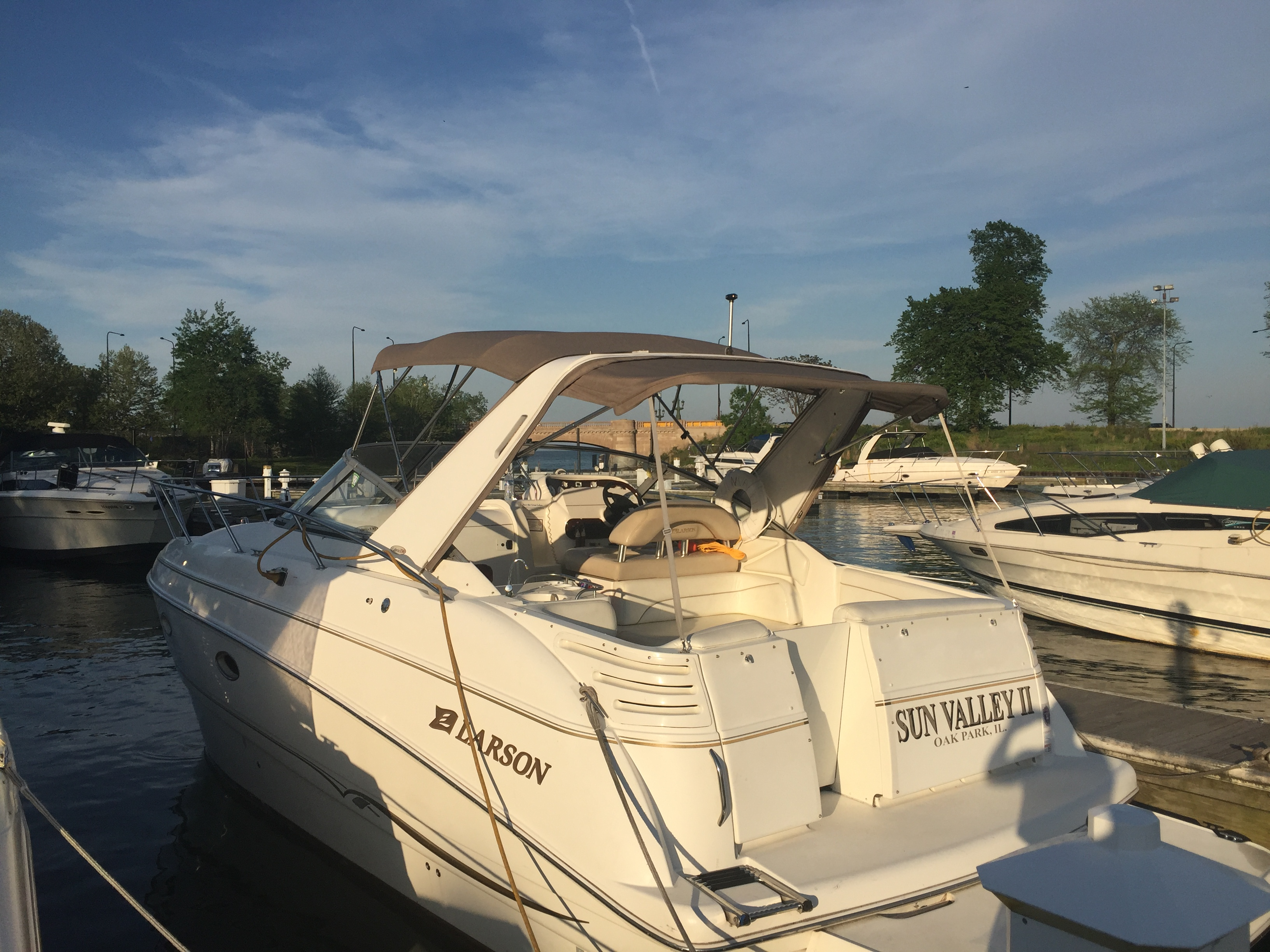boat rentals Illinois CHICAGO Illinois  Larson330 330 Cabrio 2002 32