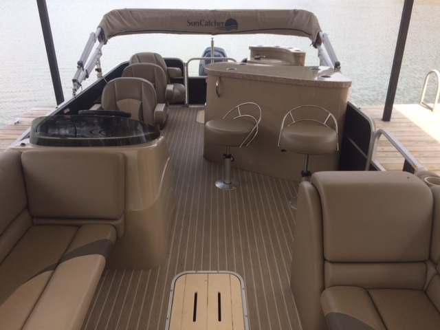 Seating includes sofas, bar stools, and chairs. boat rentals Georgia GAINESVILLE Georgia  Suncatcher G3 v322 GT 2015 24